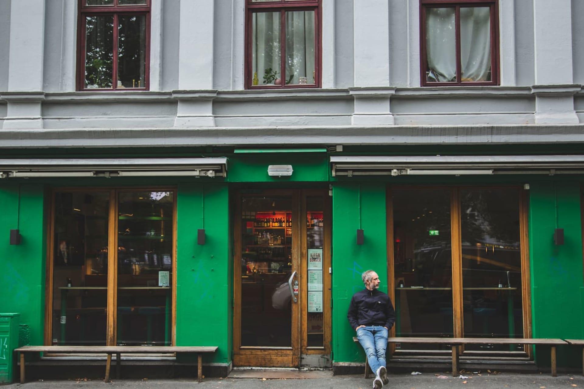 TILBAKE TIL BEGYNNELSEN: Det var innenfor disse dørene eventyret cut-e startet, med Espen Skorstad og Rudi Myrvang på Grünerløkka sin eneste nettkafé, som i dag har blitt til burgersjappa Illegal Burger.