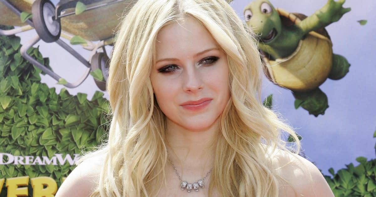 Hämmästyttävä teoria kiertää internetissä - poptähti Avril ...