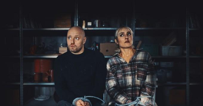 Netflix nyt: Tommy Wirkolan kauhukomedia Aina kuolemaan asti - Noomi Rapace ja Aksel Hennie tähdittävät