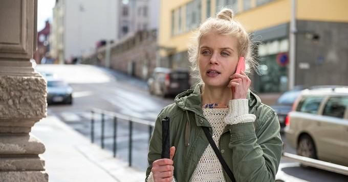 Alina Tomnikov nappasi huippuroolin! Suomalaisnäyttelijä pääroolissa kansainvälisessä Funeral For a Dog -sarjassa
