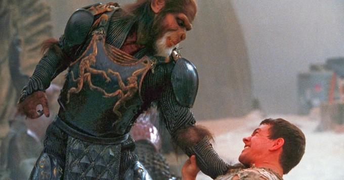 Tim Burton ohjasi 2001 oman versionsa Apinoiden planeetta -leffasta - Mark Wahlberg ja Estella Warren tähdittävät  - Sub tänään