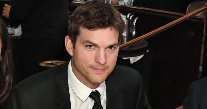 Ashton Kutcher jakoi puhelinnumeronsa Twitterissä - haluaa yhteydenottoja normaaleilta ihmisiltä