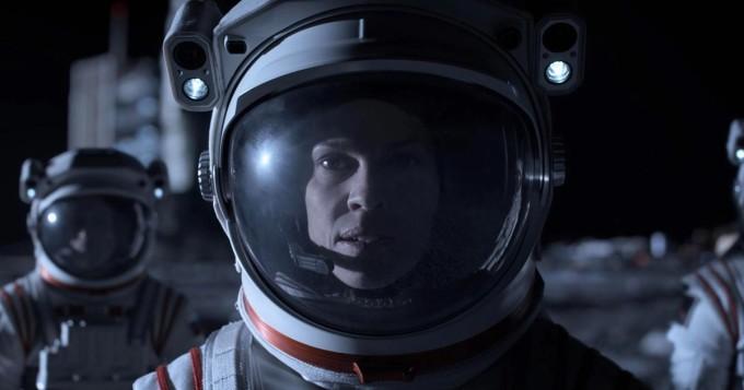 Netflix nyt: uusi scifi-sarja Away starttasi - pääosassa Hilary Swank