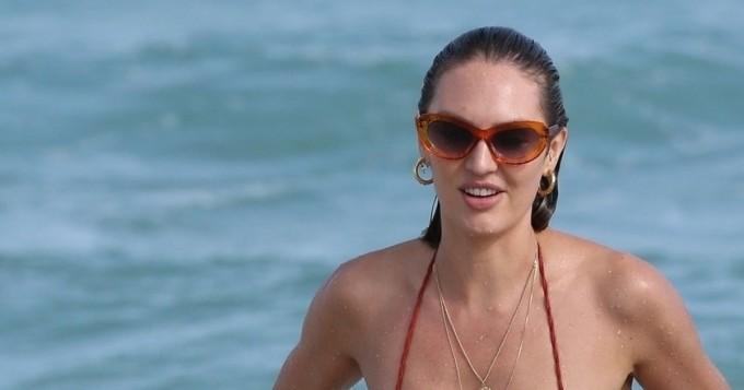 Huh, miten pienet bikinit! Candice Swanepoel villitsi paparazzit