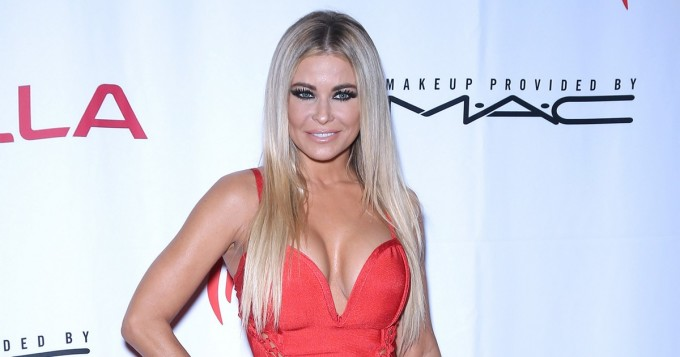 Kuumaa! Playboy-legenda Carmen Electra nakuilee Instagramissa