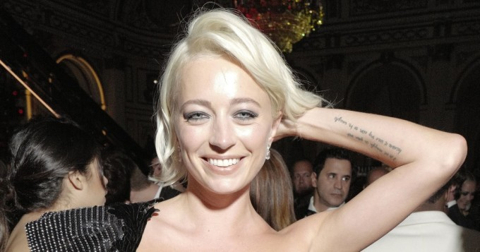 Valtava rintavako! 32-vuotias Caroline Vreeland käänsi päät