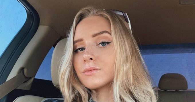 Mikä takamus! Instagram-malli Caroline Zalog, 22, kääntää päät