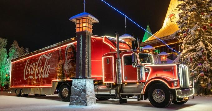 Coca-Cola-rekka kiertää Suomea - näillä paikkakunnilla Joulurekka vierailee