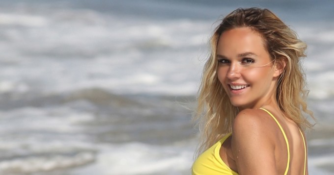 Mikä bikinipeppu! Dasha Inyutkina on jäätävä näky rannalla