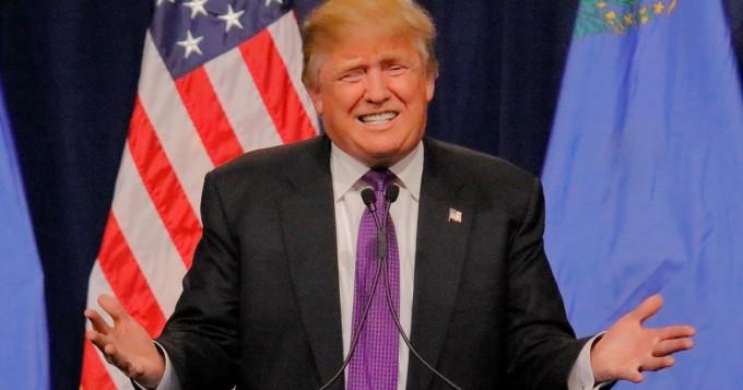Donald Trump kohtasi yläosattoman naisen - näin aggressiiviselta tilanne näytti