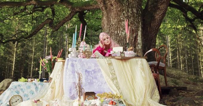 Ellinoora julkaisee uuden albumin Viimeinen romantikko 24.9.