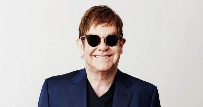 """Elton John julkaisi Lockdown Sessions -albumin - """"Projekti vei minut mukavuusalueeni ulkopuolelle avaten uusia ulottuvuuksia"""""""
