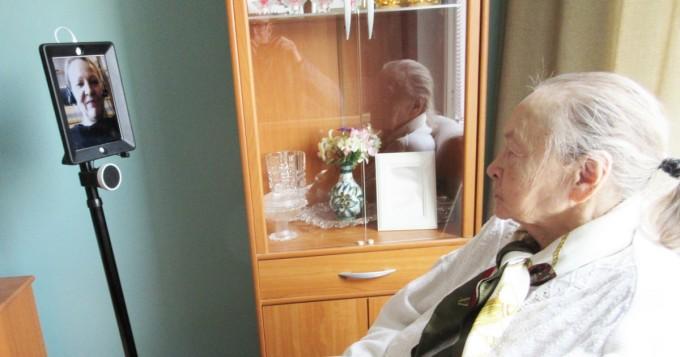 Tutkijat: Palvelurobotiikka on osa hoitajien työtä kymmenen vuoden kuluttua