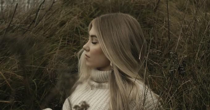 Evelina julkaisi uuden singlen Miks - SOS-albumi ensi viikolla