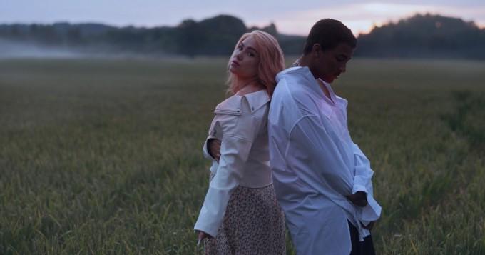 Evelina julkaisi uuden singlen Me ei kuuluta toisillemme - vierailemassa ANI
