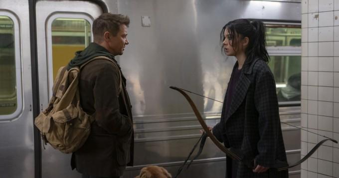 Disney+: uusi Marvel-sarja Hawkeye alkaa 24.11. - Jeremy Renner ja Hailee Steinfeld tähdittävät