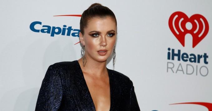 Nyt näkyy läpi! Hollywood-tähtien tytär Ireland Baldwin, 24, on kurvikas uikkarihottis