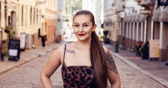 Myös OnlyFans! Temptation Island Suomi -hottis Isabell Jansson ei uhkeita muotojaan peittele Instagram-kuvissaan