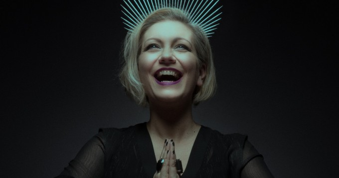 Velcra-yhtyeestä tuttu Jessi Frey teki paluun - Villainess-musiikkivideo julki
