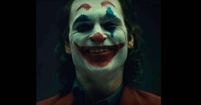 Joker-elokuvasta uusi suomitraileri - Batman-pahiksen roolissa Joaquin Phoenix