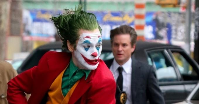 Tältä Joaquin Phoenix näyttää Jokerina - vauhdikkaat salakuvat kuvauksista