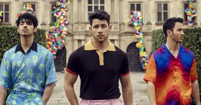 Uudella Jonas Brothers -musiikkivideolla myös Priyanka Chopra ja Game of Thrones -tähti Sophie Turner