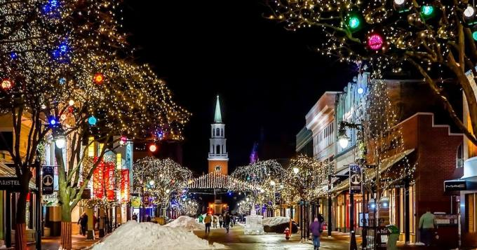 Ennennäkemätön jouluvillitys valtaa maailmaa - tämä toimii pikkujouluissa kuin junan vessa