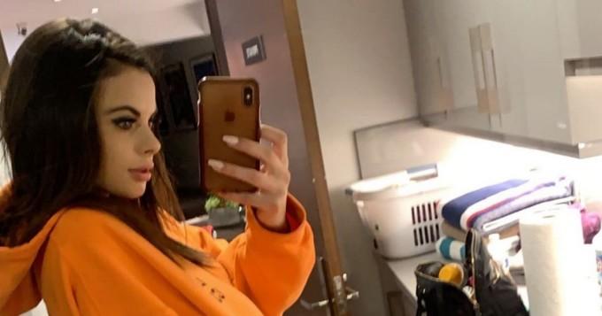 Alatissiä kerrakseen! Instagram-povipommi Katie Bell loksauttaa monen leuat