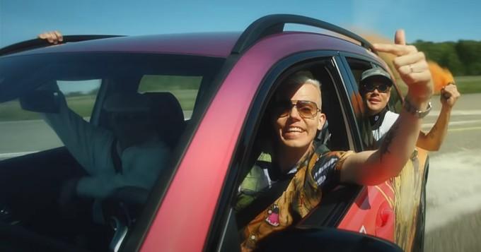 Mercedes-Benz tempaisee: Elastinen ja JVG nähdään Kesäbenz-musavideossa