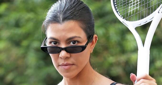 Wow, mikä tennishottis - Kourtney Kardashian tiukoissa vermeissä