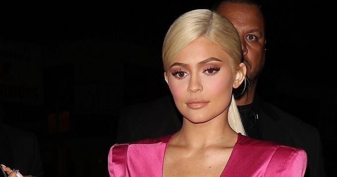 Kylie Jenner hehkuu rannalla - Instagram-kuvassa myös hyvä idea Jordyn Woodsin kanssa