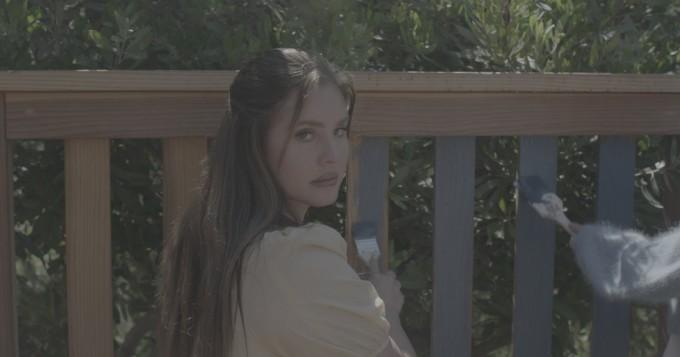 Lana Del Rey julkaisi jo toisen albumin tänä vuonna: Blue Banisters