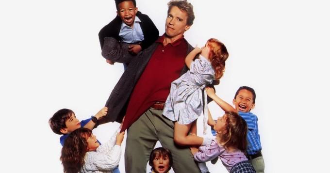 Arnold Schwarzenegger vauhdissa komediassa Lastentarhan kyttä - TV5 tänään
