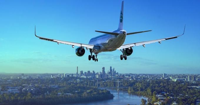 """Lentokone laskeutui """"rytinällä"""" - matkustaja jakoi kuvia vaurioituneesta rungosta"""