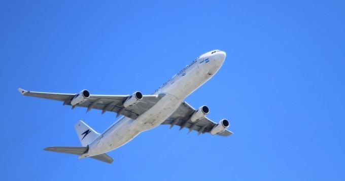 Pitäisikö lennoilla olla huolissaan? Nainen pyrki vessaan ja avasi väärän oven