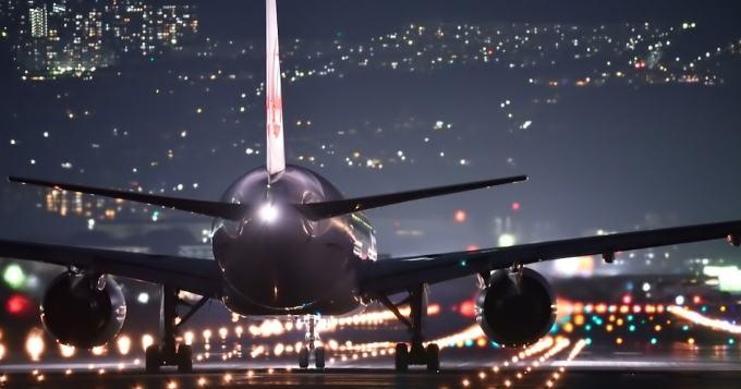 Huh huh! Näin lentää varmasti lennolta ulos - naisen sikailu tallentui videolle