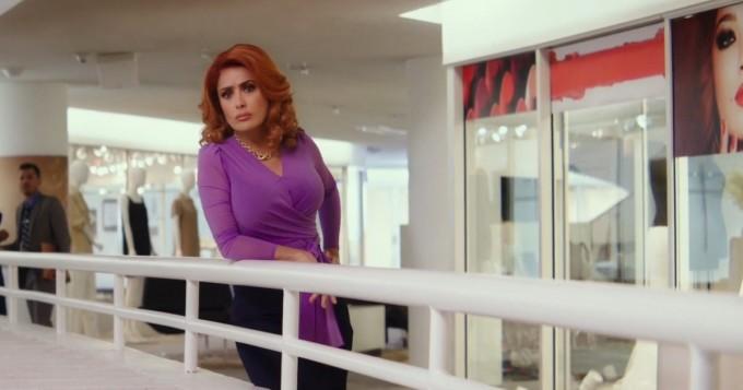 """Salma Hayek hehkuttaa Like A Boss -trailerissa: """"rintani ovat jättimäiset"""""""