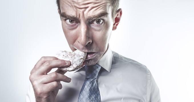 Mies väittää pärjäävänsä sadalla kilokalorilla viikossa - ilma pääravintoa