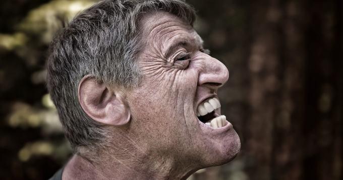 Entinen nyrkkeilijä hakkaa päätänsä puuhun joka päivä - omituiseen käytökseen on myös omituinen syy