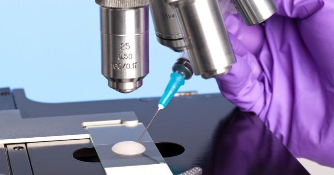 Helsingin yliopisto tutkijat selvittivät, miksi HIV-potilaiden immuunijärjestelmä ei nykyisellä lääkehoidolla parane kaikilla tehokkaasti