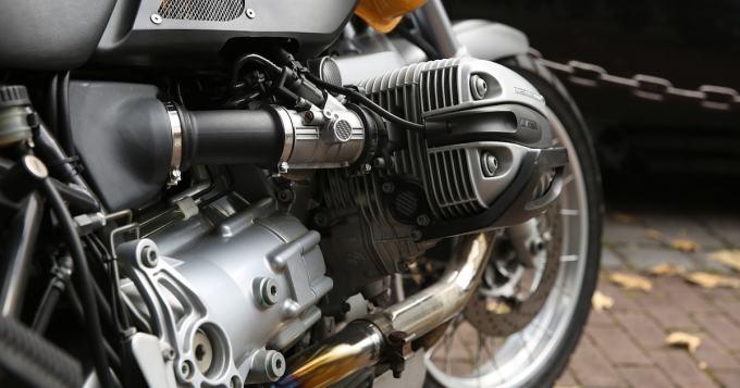 Yamahalta melkoinen moottoripyörä - kaksi eturengasta (kuva)
