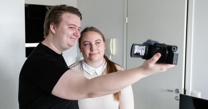 Yle Areena tänään: Muuttopäiväkirjat jatkuu - neljä nuorta paria eri puolilta Suomea muuttaa yhteen
