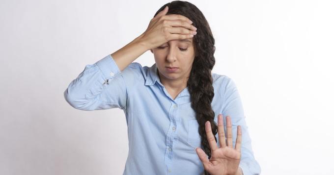 Vaimo kieltäytyy antamasta miehelleen suukkoa aamuisin - virtsaa aamupalaksi