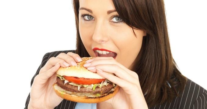 Halloumilla kyllästetty Burger King -hampurilainen aiheutti kohun maailmalla - asiakkaista tuntuu vedätetyltä