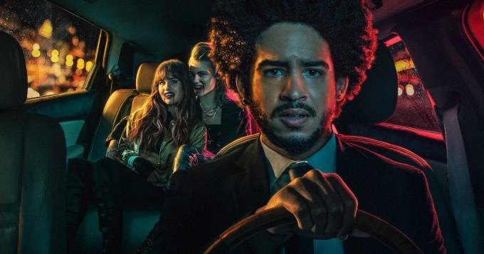 """Netflix tänään: tuore kauhutrilleri Night Teeth - """"autoilija ottaa kyytiinsä kaksi salaperäistä naista, jotka bilettävät pitkin yötä"""""""
