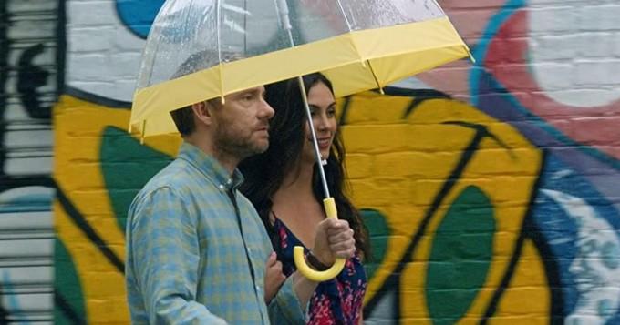 Viaplay nyt: Martin Freeman ja Morena Baccarin tähdittävät komediaa Ode to Joy