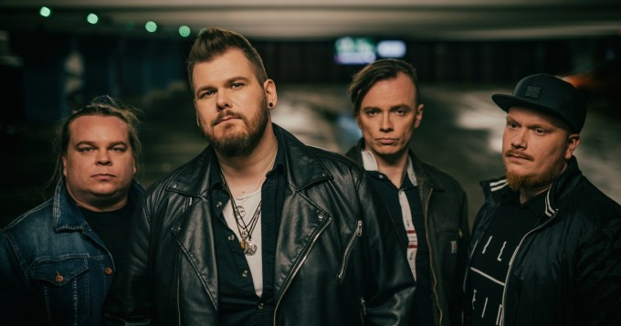 Oliver-yhtyeeltä uusi single Balladi yksinäisille - some-runoilija Hanna Lind mukana sanoittamassa