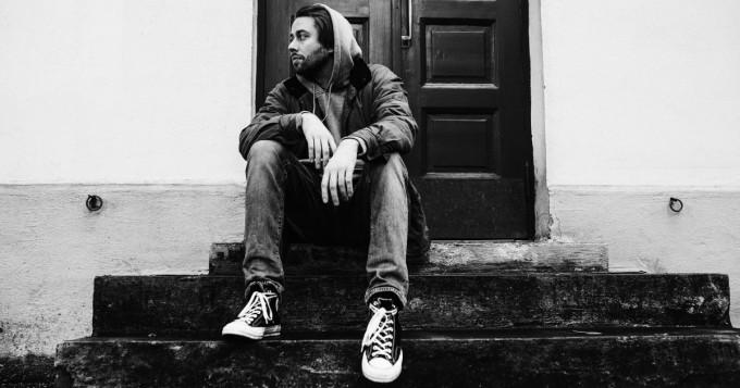 Spotify nyt: Olli Antonio julkaisi uuden singlen Omis maailmoissani