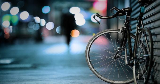 Helsinki: Pyöräilijät ajoradalle, hiljaisten tonttikatujen jalkakäytävät pelkiksi jalkakäytäviksi