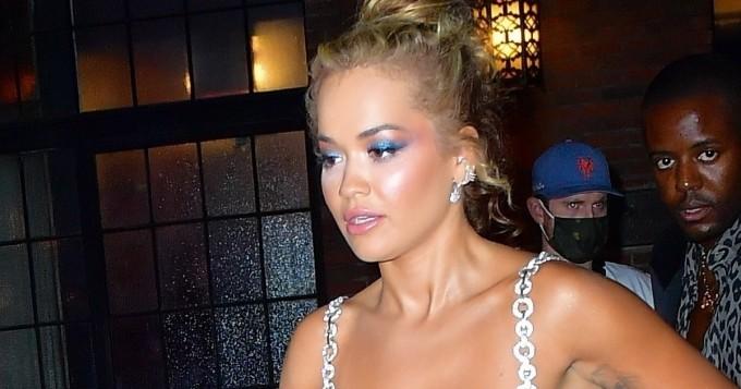 Oho, mikä asu! Rita Ora kiinnitti katseet - mukana myös Ashley Benson rohkeana